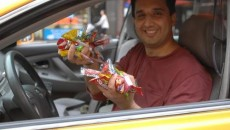 """Candy cabbie"" Mansoor Khalid gives passengers as much candy as they want. Now that's one sweet ride. Taxi driver Mansoor Khalid is on a one-man mission to cheer up […]"
